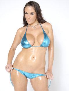 Carmella Bing Shows Off Big Tits!