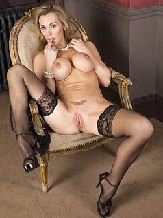 Tanya Tate Wants to Rosy all their Bottoms