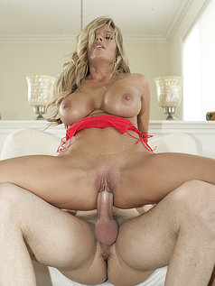Kristal Summers Makes His Life Perfect