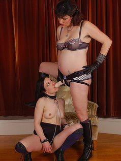 Juliette March and Sadie Lune - Brunettes Do it Classy