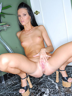 Jennifer Dark - Blowjob from a Naughty Mouth