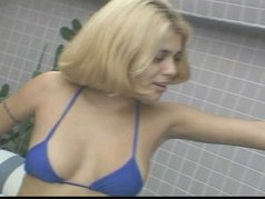 Blond latina