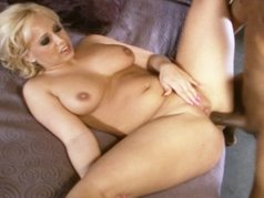 Georgia Peach Is One Sexy Blonde!