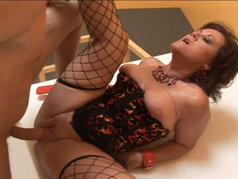 MILF dominatrix De'Bella