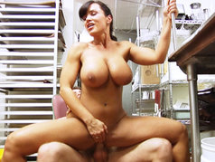 Lisa Ann Gets And Express Delivery Right To Her Pussy!
