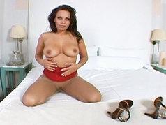 Erotic Masturbatino with Kira Eggers