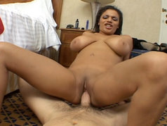 Stunning Ebony Alexis Silver Shows Me an Anal Good Time in POV
