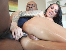 Juelz Ventura Takes Lots of Anal
