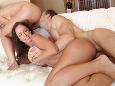 Jada Stevens and Annika Albright – A Glowing Threesome