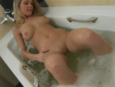 Blonde Gives a Bath Time Show