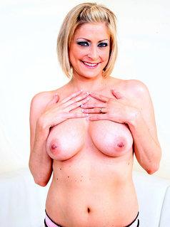 Lya Pink