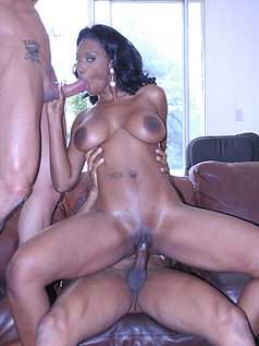 Naomi Banxxx Deserves a 2 on 1