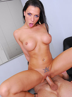 Rachel Starr Gets Fucked at Work