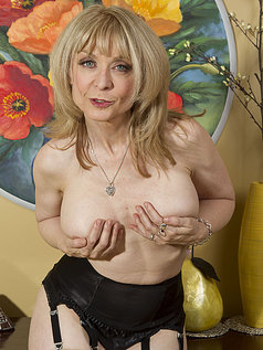Nina Hartley - Mind on Someone's Behind