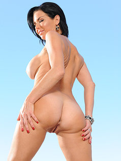 Veronica Avluv Likes a Lively Tongue