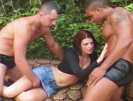 Dona with two hot muscle guys