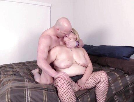 Blonde Bbw Bombshells 1 - Scene 2
