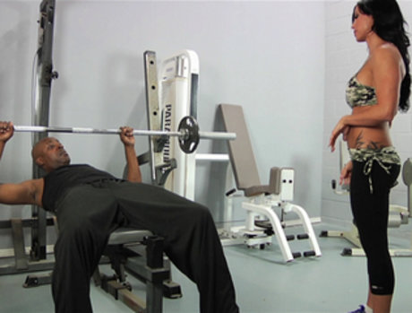 Jewels Does the Heavy Lifting for an Anal Workout