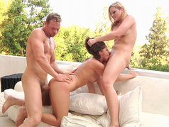 Alexis Texas and Gracie Glam – Threesome with Cum Swapping