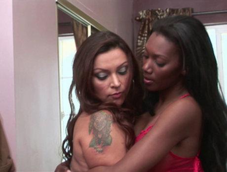 Naomi Banxxx and Nikita Denise