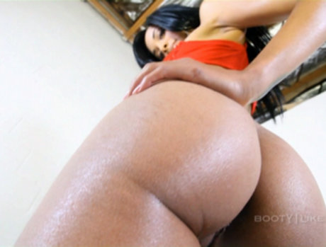 Taylor Luxxx - Booty You Want