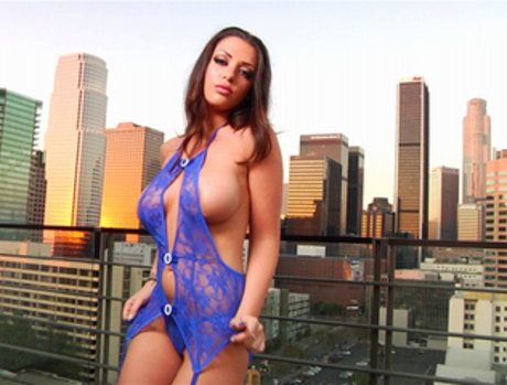 Melina Mason Stops By for her Nightly Seduction