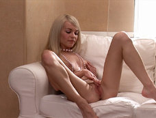 Blonde's Masturbation Video Will Make You Feel It