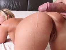 Olivia Austin Bends Over and Gives some Massive Ass
