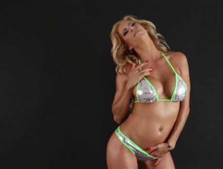 Alexis Faux Gets Pumped in the Pussy and Throat