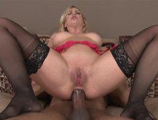 Cherie DeVille - Blondes Like it Bigger