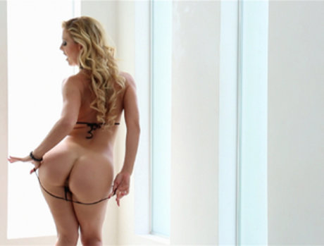 Cherie DeVille Gets Stretched